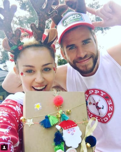 miley-cyrus-and-liam-hemsworth-on-christmas.png